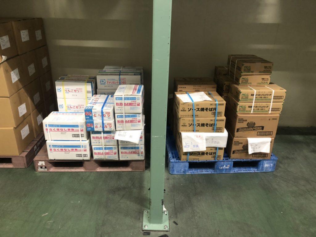 小口配送の為、一台のトラックに色々な荷主様の荷物を積んでいます