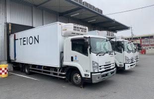 冷凍配送を行っているトラック、車両です。